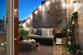 pflanzen als sichtschutz fã r balkon balkon sichtschutz beleuchtungen treppen teppich sofa mit kissen