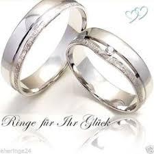 verlobungsringe eheringe verlobungsring und eheringe aus gold mit zarten diamanten