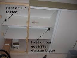 faire un placard dans une chambre faire soi même placard sous pente montage des étagères