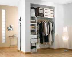 petit dressing chambre dressing femme cacher et ranger les vêtements en beauté