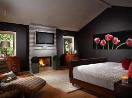 Log Home Bedroom Decorating Ideas Using Orange As The Bedroom Wall Color To Make It Look Fresher