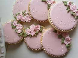Royal Icing Decorations For Cakes Best 25 Royal Cupcakes Ideas On Pinterest Royal Cupcake Recipes