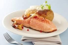 cuisiner du saumon au four recette de saumon poêlé chignons marinés au vinaigre pommes de
