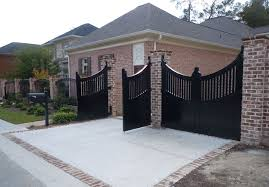 some consideration in choosing minimalist home fence designs