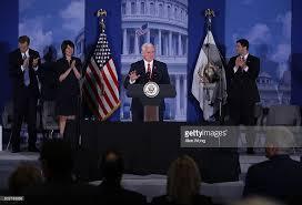 id s d oration chambre photos et images de vice president pence addresses republican