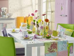 decorating flower arrangement for dining table with cheerful decor