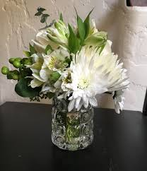 Accessorize Your End Table With Silver Vases And Votives by How Many Flowers Do I Need U0026 Where To Buy In Bulk For Diy