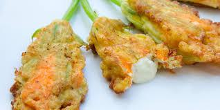 fiori di zucca fritti in pastella ricetta fiori di zucca fritti ripieni di ricotta roba da donne