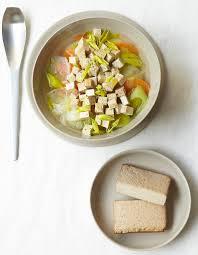 recettes de cuisine avec le vert du poireau soupe de légumes au tofu fumé pour 4 personnes recettes à table