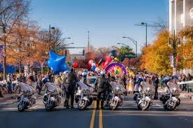 the best way to enjoy the thanksgiving day parade scoop