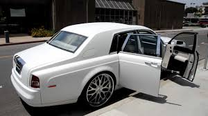 roll royce wraith on rims 2007 matte white rolls royce phantom on 26
