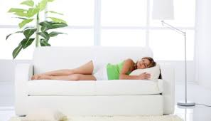 bébé é du canapé comment bien dormir avec un bébé bébés et mamans
