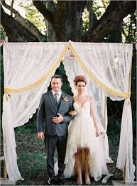 quilt wedding backdrop hang sheer drapes with quilt canopy from trees for wedding c