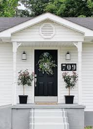 19 things you should put on your front porch tree planters