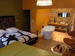 baignoire dans chambre quand la baignoire entre dans la chambre décoration