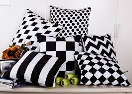 plaid canapé noir moderne minimalisme noir et blanc housse de coussin géométrique