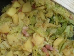 cuisiner du chou vert poêlée de chou vert pommes de terre et cantal recette ptitchef