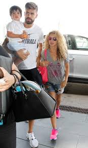 what color is shakira s hair 2015 shakira and partner gerard pique depart for holiday with their
