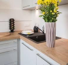 cuisine blanche et plan de travail bois plan de travail cuisine 50 idées de matériaux et couleurs