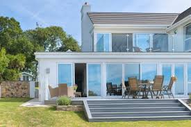 how to choose a colour scheme for your garden decking