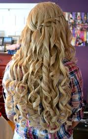 amazing curly long blonde homecoming and prom hairstyle this
