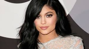 kris jenner hair colour here s how kylie jenner went platinum in 9 hours without frying