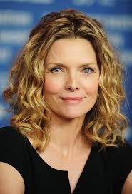 loose curly hairstyle for women age over 50 michelle pfeiffer
