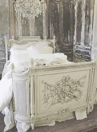 Shabby Chic Beds by Best 25 Antique Beds Ideas On Pinterest Antique Painted