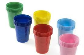 piatti e bicchieri di plastica colorati dal pianoforte al cono gelato le 30 grandi invenzioni made in