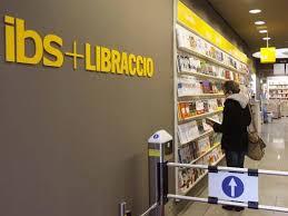 libreria libraccio brescia ibs sposa il libraccio e d罌 pi羯 spazio all usato