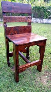 Pallet Furniture Side Table Top 25 Best Pallet Chairs Ideas On Pinterest Pallet Furniture