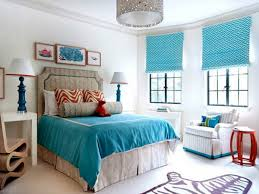 atmosphäre der ruhe und komfort im schlafzimmer und coole gardinen