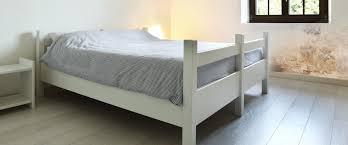 dans chambre moisissure dans chambre à coucher causes solutions