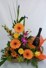 flowers wine f42 flowers and sparkling wine arrangment israel gifts flowers