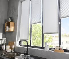 la bonne idée pour habiller cette fenêtre de cuisine c est d