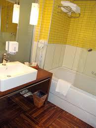 parquet pour salle de bain du parquet dans la salle de bain pourquoi pas blog maisons
