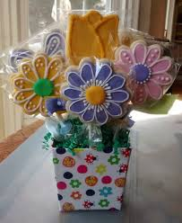 8 sugar cookies bouquet in a bucket daisy and tulip flowers
