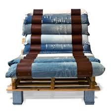 lounge chair made out of pallets and denim pallets upcycling