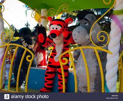 disneyland paris parade stock photos u0026 disneyland paris parade
