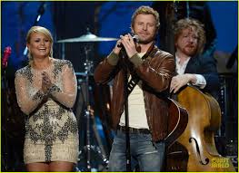 dierks bentley wedding miranda lambert u0026 dierks bentley grammys 2013 performance watch