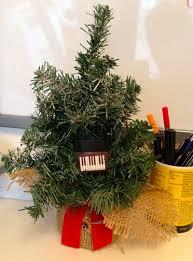 jingle bells playing light up piano keyboard