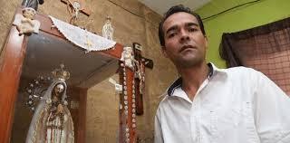 imágenes religiosas que lloran sangre hombre dice tener una virgen que llora sangre contra el aborto en méxico
