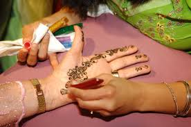 henna artists from henna by kinnery offered henna tattoos to