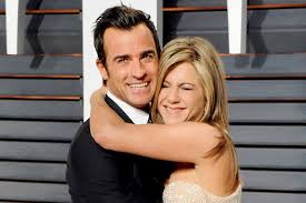 hold the jewelry justin theroux buys flip flops and snuggies for