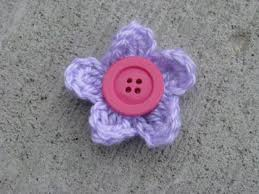 Tiny Flower Crochet Pattern - floralshowers crocheted flower hair clips with pattern