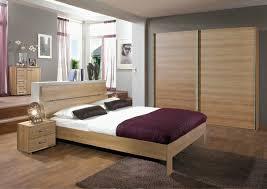 une chambre a coucher le sommier du lit pour chambre à coucher archzine fr