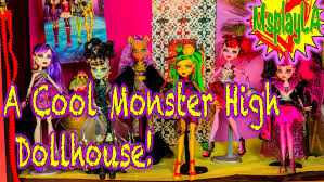 monster high dolls making a cool doll house for our monster high