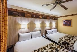 chambre disneyland disney s hotel cheyenne à disneyland à partir de 105