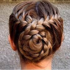 Frisuren Mittellange Haare Dutt by Raffinierter Dutt Für Heiße Sommertage Schminken