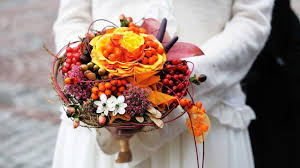 Fall Flowers For Wedding 10 Tips For Picking Flowers For A Fall Wedding Howcast The